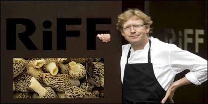 Bernd H. Knöller, chef y propiertario del resturante Riff y las sopechosas colmenillas.