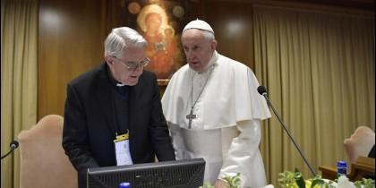 Lombardi: 'No hay nexo entre el celibato de los sacerdotes y los abusos'