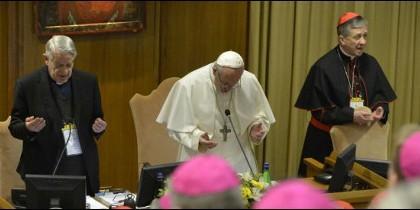 El arzobispo de Chicago abre la puerta a que haya líneas telefónicas y sitios web para recibir denuncias