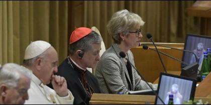 El Papa intervino, por sorpresa, tras escuchar a la subsecretaria de Laicos
