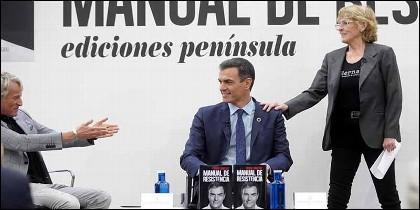 Pedro Sánchez, junto a Jesús Calleja y Mercedes Milà, en la presentación de su libro.