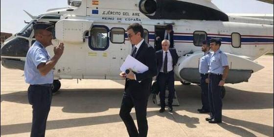 Pedro Sánchez, en uno de sus muchos desplazamientos aéreos.
