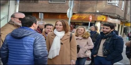 Pilar Vicente, portavoz de C´s en Valladolid visitando el Barrio de la Rubia