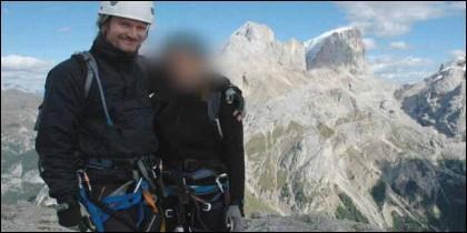 Mark Kennedy con 'Lisa' durante su viaje a los Alpes italianos, cuando se hacía llamar Mark Stone.