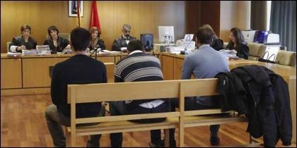La 'manada' de Villalba en el banquillo del tribunal.