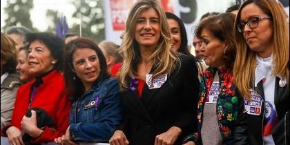 Begoña Gómez, junto a Carmen Calvo y otras, el 8 de marzo.