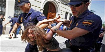 María Gombau, detenida en una manifestación violenta del 11M.