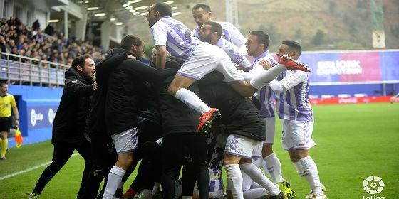 Celebración por todo lo alto del gol de Guardiola