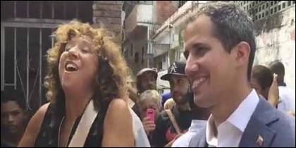 El presidente interino Juan Guaidó y la cantante española Rosana