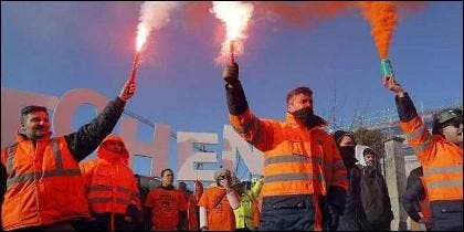 Protestas de Alcoa protestan tras el anuncio de cierre en Coruña y Avilés.