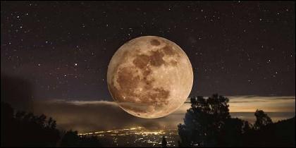 'Superluna de Gusano' el astro en su máxima cercanía a la tierra.