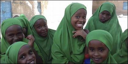 Niñas con velo en la república islámica de Somalilandia.
