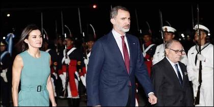 Los Reyes de España, Felipe VI y Letizia, llegan a Argentina.