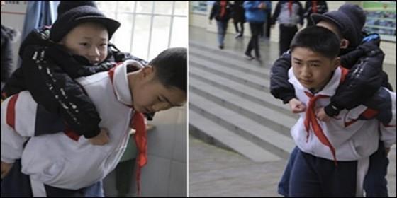 Pequeño estudiante realiza asombroso gesto para su mejor amigo