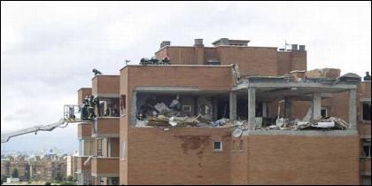 Una explosión de gas destroza un piso en Puente de Vallecas.