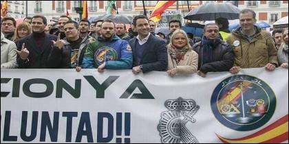 Cabecera de la manifestación convocada por la asociación Jusapol, con Albert Rivera, Teodoro García Egea y Javier Ortega Smith.