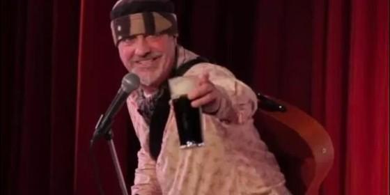 Creían que era broma, pero no; comediante muere en el escenario