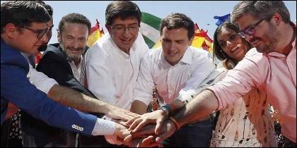 Albert Rivera junto a Juan Marín y otro dirigentes de Cs.