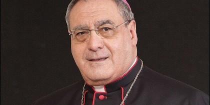 El obispo de Ávila, José María Gil Tamayo.