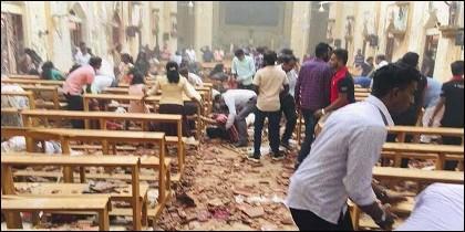 El interior de una de las iglesias atacadas con bombas en Sri Lanka.