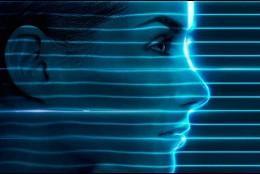 Luz azul en la piel