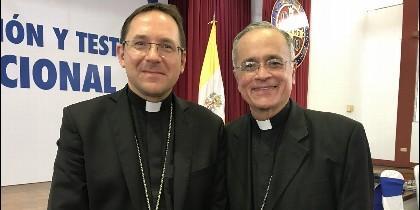 El nuncio Waldemar Stanislaw Sommertag y el obispo Silvio Báez.