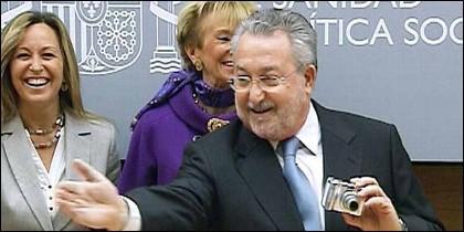 Bernat Soria, con Trinidad Jiménez y Teresa Fernández de la Vega.