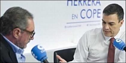 Carlos Herrera, durante una entrevista a Pedro Sánchez.