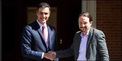 Pedro Sánchez (PSOE) y Pablo Iglesias (PODEMOS) a las puertas de La Moncloa.