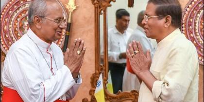 El cardenal Malcolm Ranjith y el presidente Maithripala Sirisena.