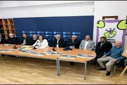 La presidenta de la Diputación, Ángeles Armisén, junto a los alcaldes de los municipios donde tendrán lugar las ferias.