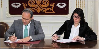 Eugenio Ribón, diputado de la Junta de Gobierno del Colegio de Abogados de Madrid, y Carme Sabrí, directora de AgroBank
