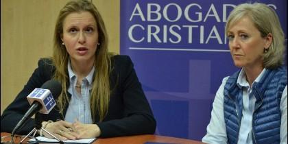Polonia Castellanos, presidenta de Abogados Cristianos, junto a la coach Elena Lorenzo.