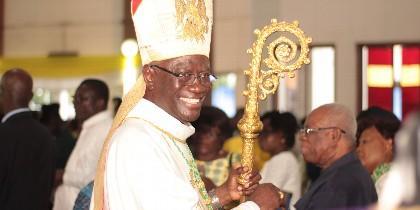 El arzobispo de Accra, John Bonaventure Kwofie.