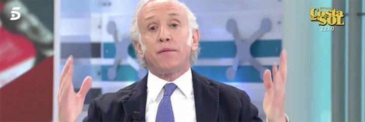 Eduardo Inda mira a cámara para preguntar a Pablo Iglesias dónde está escondido....