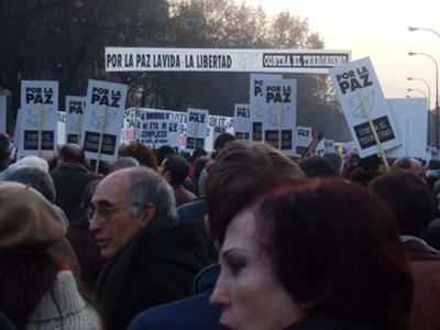 El lema cambió, pero el PP no apareció por allí. Y los manifestantes no se lo perdonaron