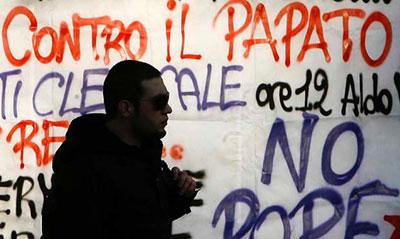 Universitarios contra el Papa