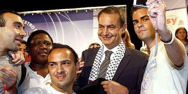 todo un sinvergüenza con el pañuelo palestino