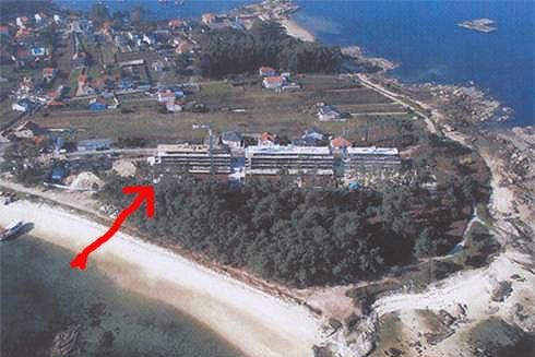 Los potentados de Villa PSOE se reunen en torno a un mantel en la Isla de Arosa