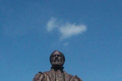 A la estatua de Juan de Padilla, erigida en Toledo