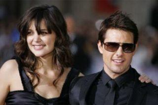 Katie Holmes con cinco trajes de novia y Tom Cruise que no entra en el suyo