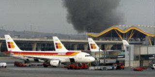 Los terroristas explosionan una bomba en la T-4 de Barajas