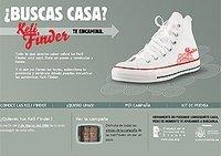"""La ministra Trujillo regala zapatillas a los jóvenes """"para que busquen casa"""""""