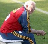Aragonés se decanta finalmente por Torres, Luis García y Villa en la delantera