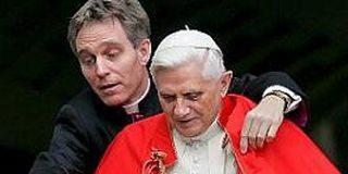 El `galán´ de la Santa Sede, miel para la prensa