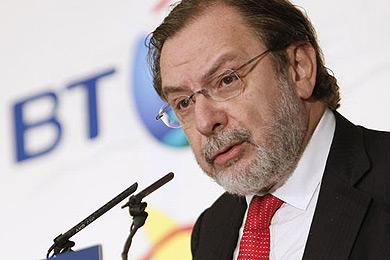 """Cebrián arremete contra ZP por su """"oportunista"""" política informativa"""