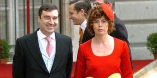 Ágatha Ruiz de la Prada se suma a la campaña contra el Rey