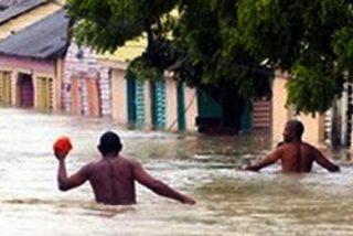 La tormenta 'Noel' deja 81 muertos en su lento recorrido por el Caribe