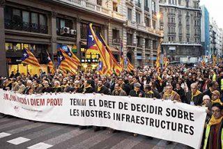 Cientos de miles protestan en Barcelona contra el caos ferroviario