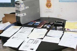Desarticulan una red cubana de falsificación de documentos e inmigración ilegal